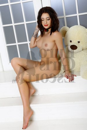 Causette escort girl and nuru massage