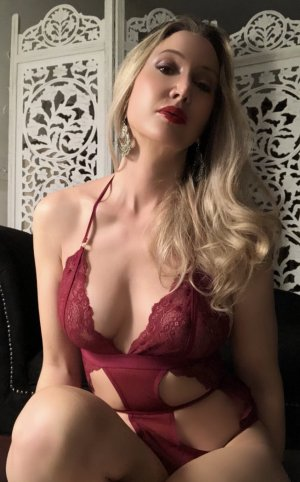 Leelou erotic massage & live escorts